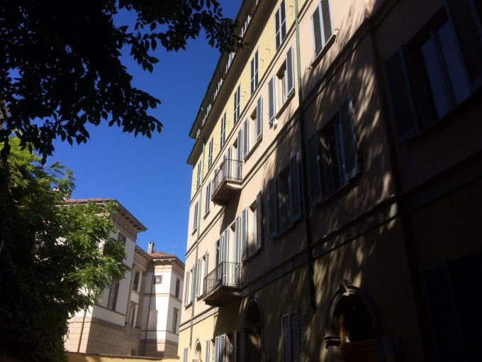 San Babila adiacenze, trilocale con terrazzo