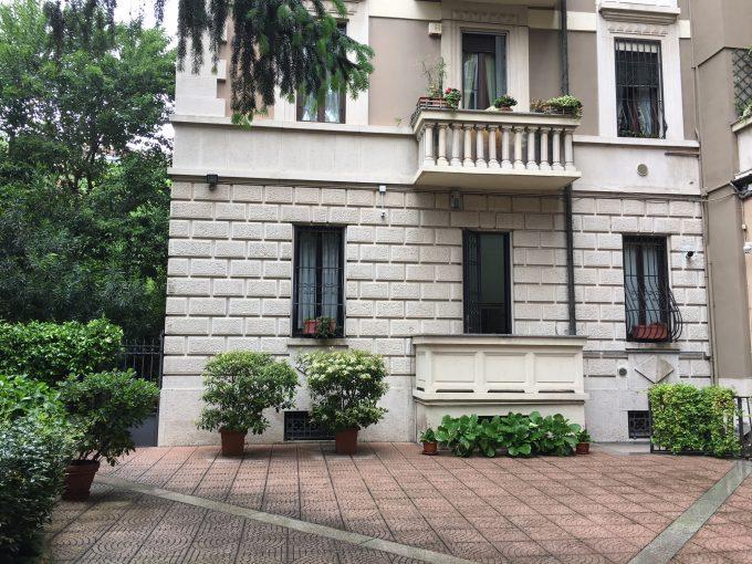 elegante abitazione con giardino privato
