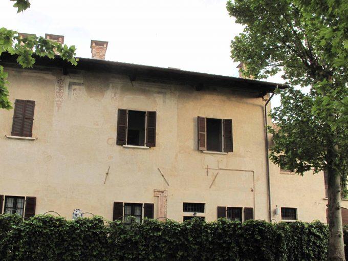 Via G. Merula: elegante abitazione in contesto storico