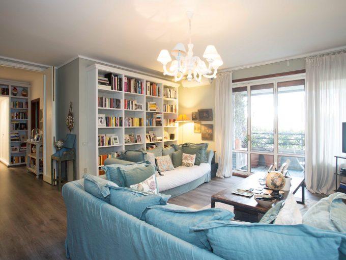 City Life: signorile abitazione con balconi, cantina e box.