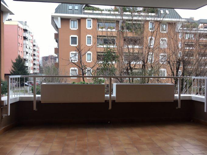 Bonola: bilocale con terrazzo e box