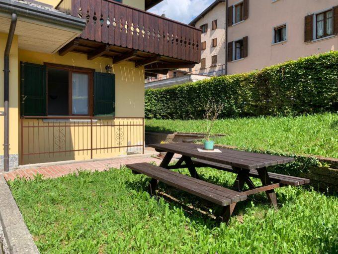 Valle Brembana: villetta a schiera con giardino e box