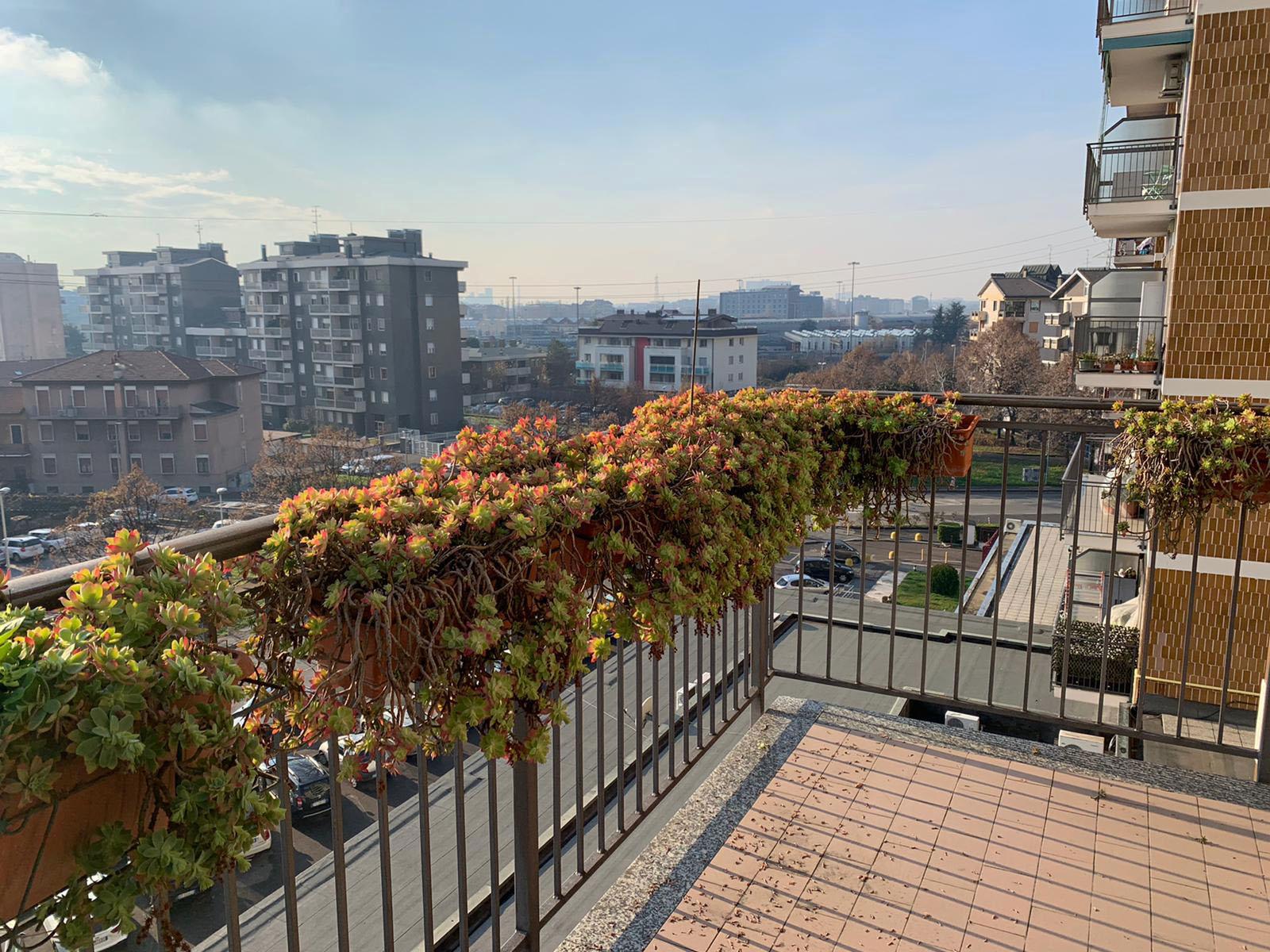 Novate Milanese: panoramico bilocale con due terrazzini