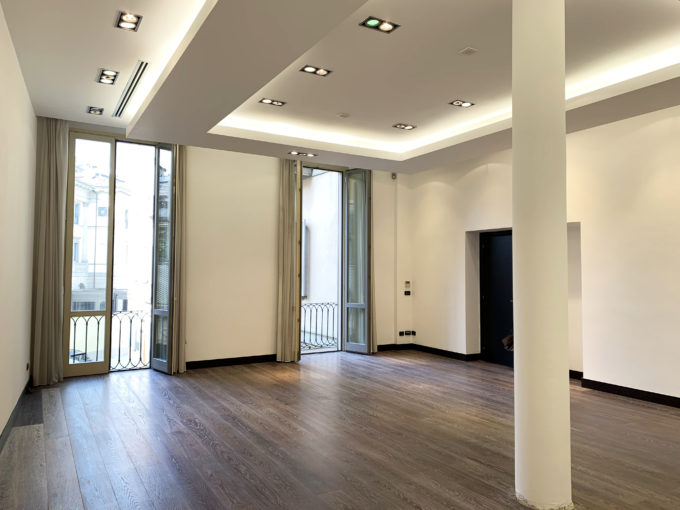 San Babila: palazzina cielo/terra di ufficio/show room