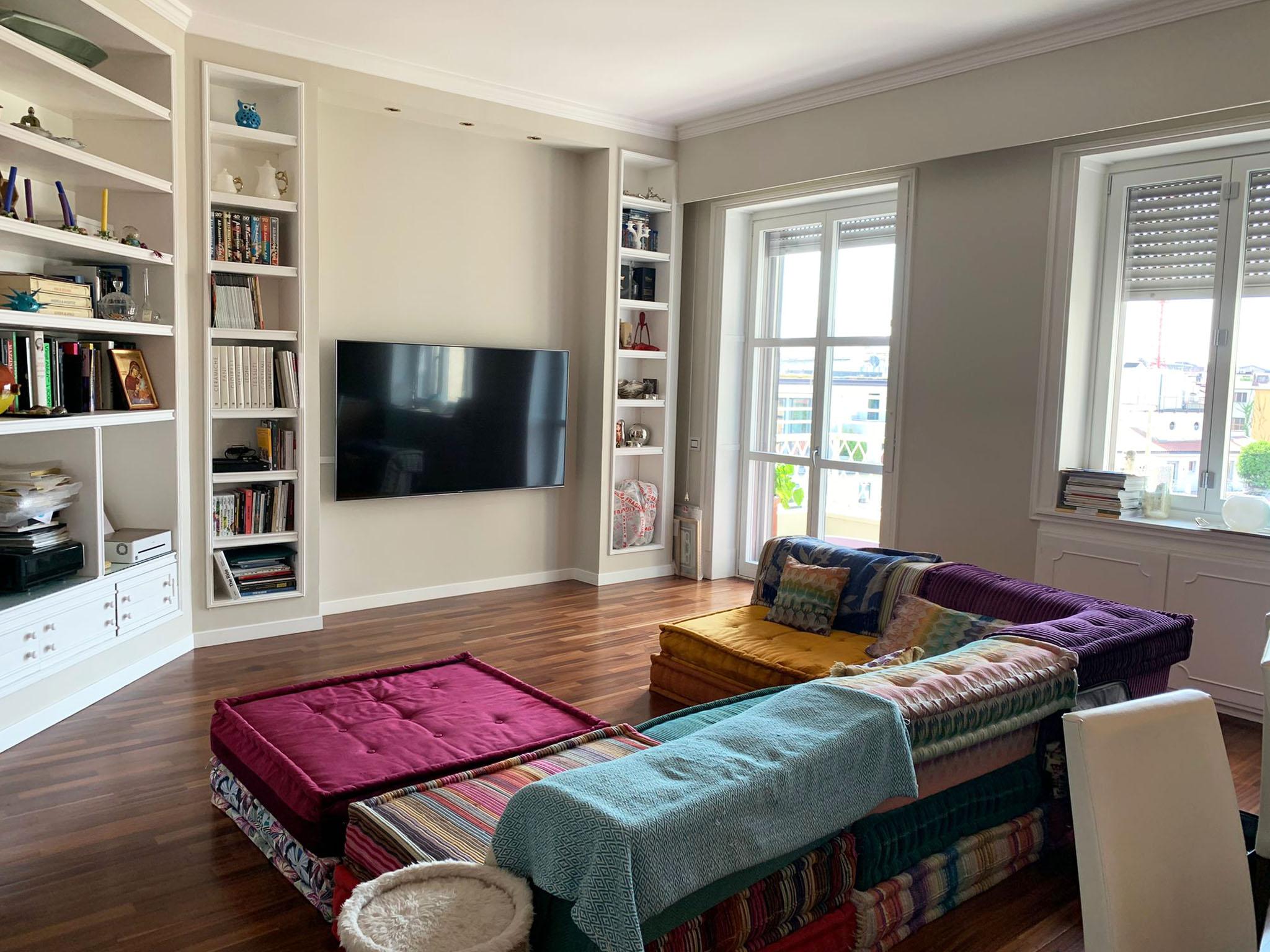 San Babila: appartamento di grande metratura piano alto