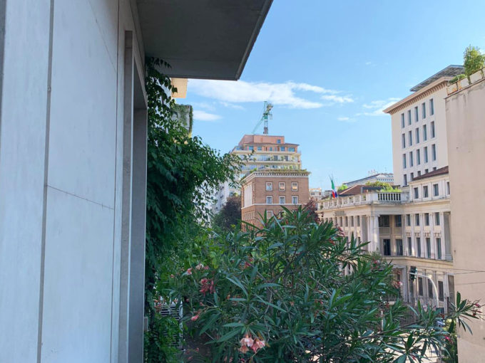 Turati adiacenze: plurilocale con balconi